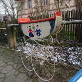 HISTORICKÝ MINIMÁLNĚ 100 LETÝ KOČÁREK PRO DÍTĚ 105 x 95 cm